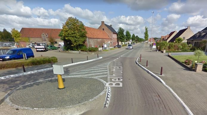Het ongeval gebeurde aan deze verkeersgeleider op de Belhuttebaan.