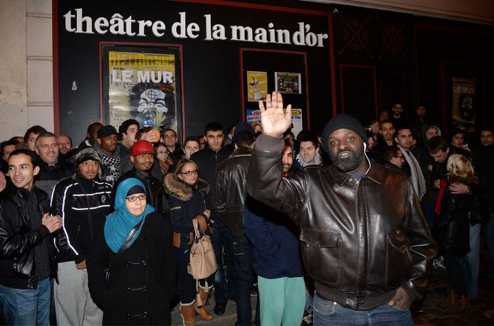 Au théâtre de la Main d'Or, à Paris, Dieudonné donne habituellement six représentations par semaine, devant plus de 250 personnes. Prix moyen du ticket: 38 euros.