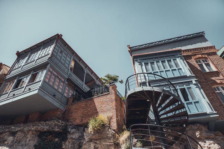 Design, Moderne architectuur in Tiblisi, Georgie. De straten met oude gebouwtjes van Tbilisi Beeld Stijn Hoekstra