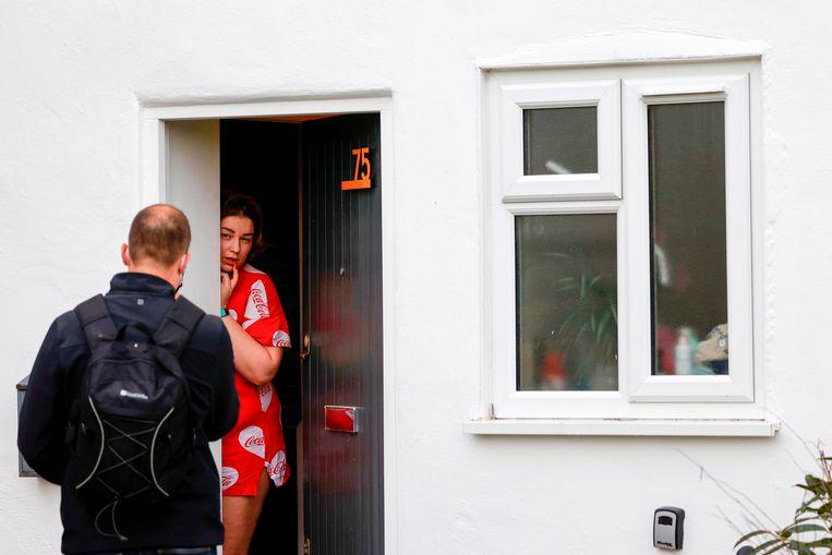In Groot-Brittannië worden testkits uitgedeeld waarmee mensen zichzelf thuis kunnen testen. Beeld AFP