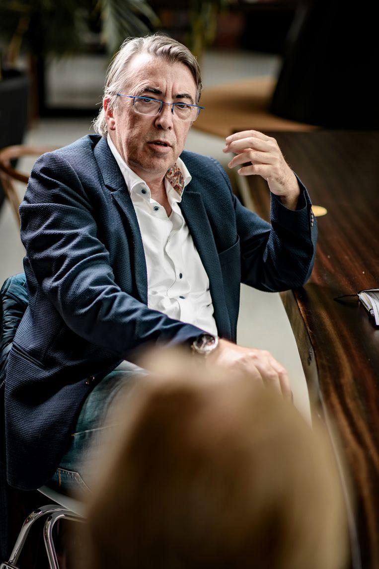 Jan Vermeylen: 'Jongeren die om de drie maanden hun voorhoofd met botox laten behandelen, zullen er op hun 40ste uitzien als onze oma's op hun 90ste.' Beeld Geert Van de Velde