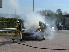 Auto vat plots vlam in Huissen