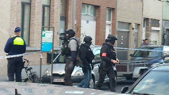 De politie onderzoekt de omgeving van de Dijlestraat na een granaataanval.