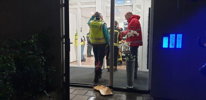 Vanwege hevige regenval moest het appartementencomplex aan de Limaweg in Waddinxveen in het afgelopen weekend worden ontruimd.