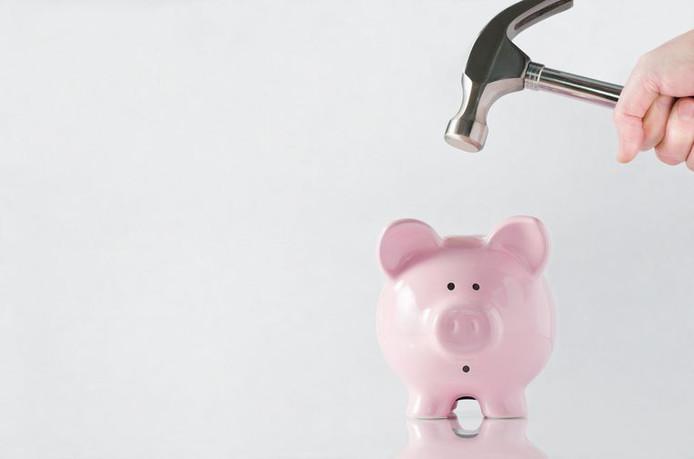 Pourquoi perdons-nous de l'argent en épargnant?
