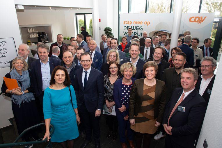 Voorzitter Wouter Beke nodigde CD&V-burgemeesters uit om de kiescampagne af te trappen die in het teken staat van levenskwaliteit. Tegelijk verspreidde de partijtop een opiniestuk over een nieuwe staatshervorming. Beeld BELGA