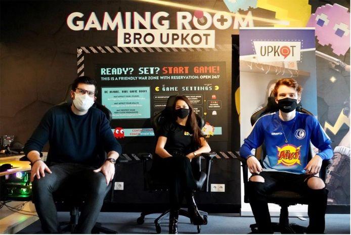 Xander Van Buggenhout van Kayzr, Griet Sinove van Bro Upkot en Nicolas Persoons, de eSporter van KAA Gent