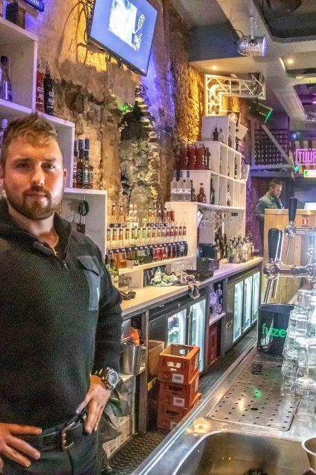 Einde van roemruchte bar Bruut in Zwolle: Bob Kooistra verkoopt zijn 'granaatcafé'