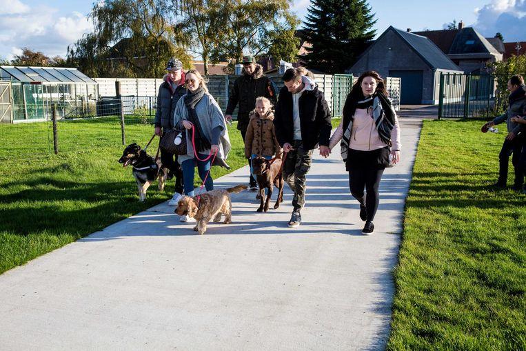 De sympathisanten maakten met hun honden een wandeling.