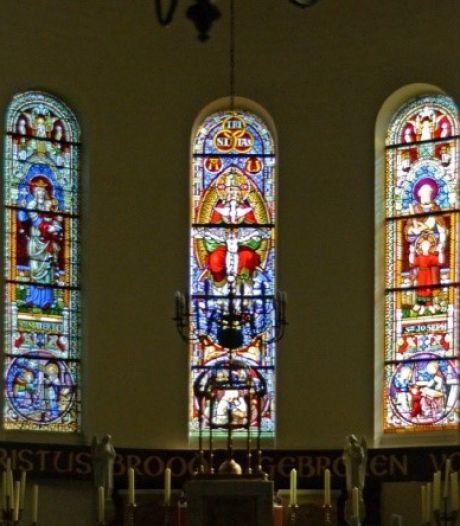 Glas-in-loodramen van kerken in Wijchen en Beuningen te zien