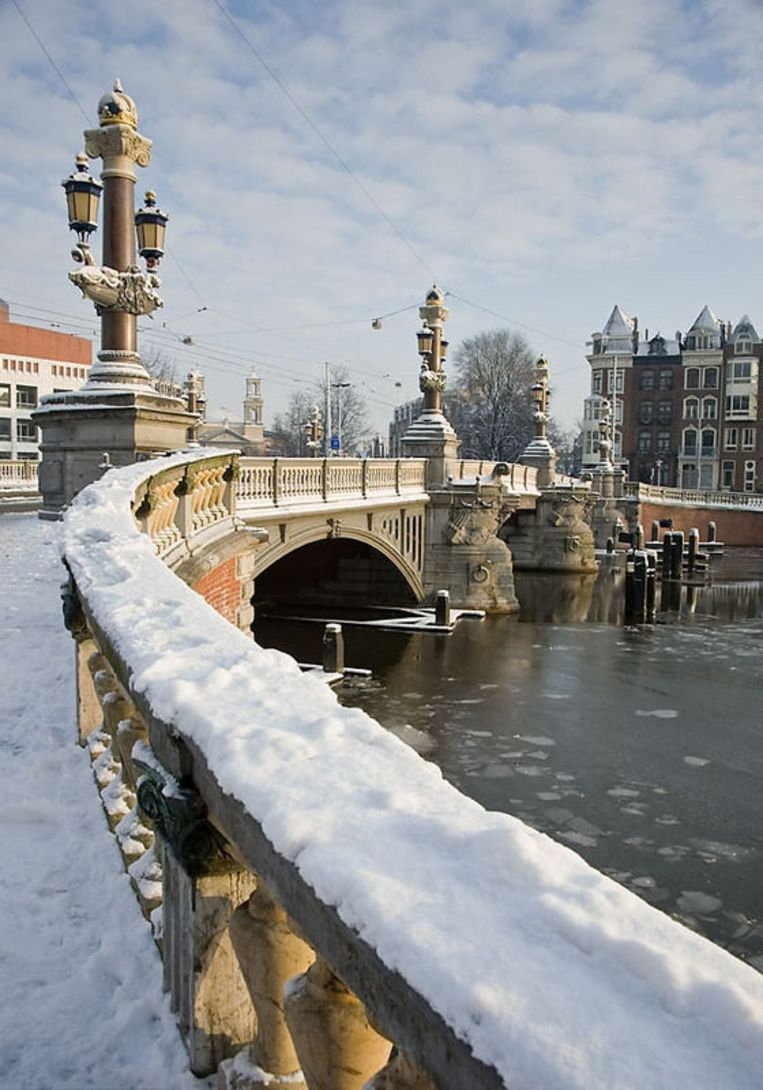 De Witte Blauwbrug. Foto Tom Knoflook Beeld