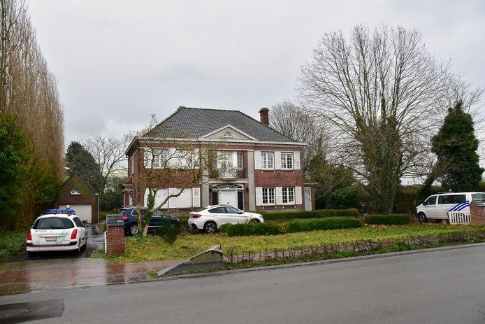 De schietpartij speelde zich af aan een statige, ietwat verouderde villa langs de Breestraat in Wielsbeke.