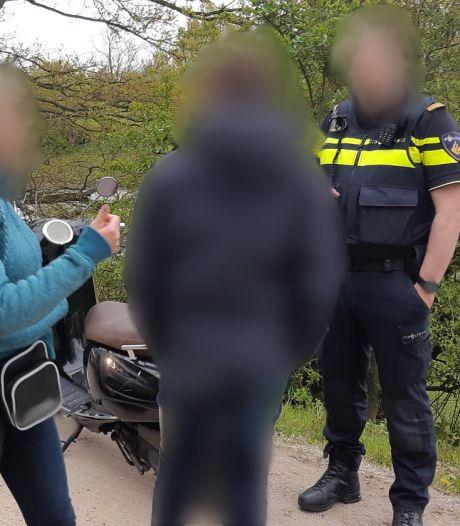 'Behulpzame' omstander in Veenendaal blijkt brutale dief: 21-jarige rijdt weg op gerepareerde scooter