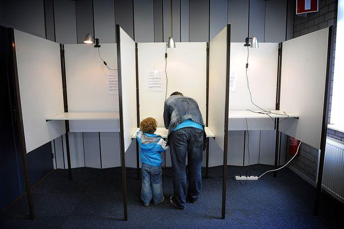 Het stembureau in De Wilg in Wilbertoord. Ook daar kan straks uit wellicht elf partijen worden gekozen. Bij de vorige gemeenteraadsverkiezingen slechts uit drie.