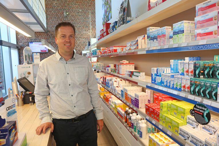 De nieuwe burgemeester Maarten Mast in zijn apotheek.