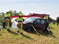 Drie zwaargewonden bij frontale autobotsing in Gameren