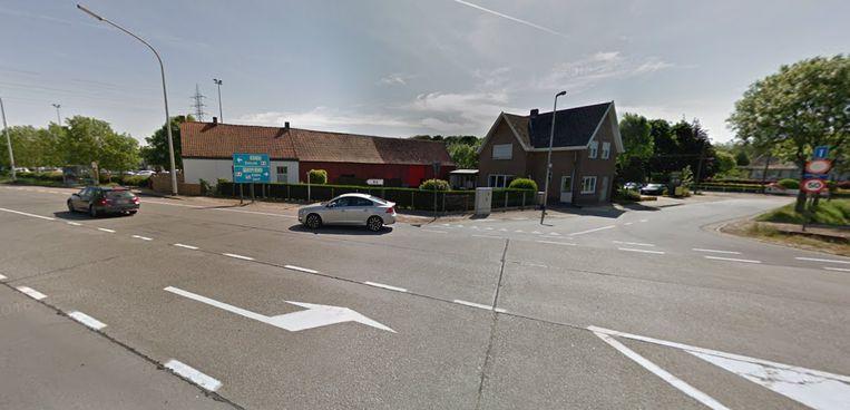 Het ongeval vond plaats op het kruispunt van de Evergemsesteenweg met Waalbrugstraat.