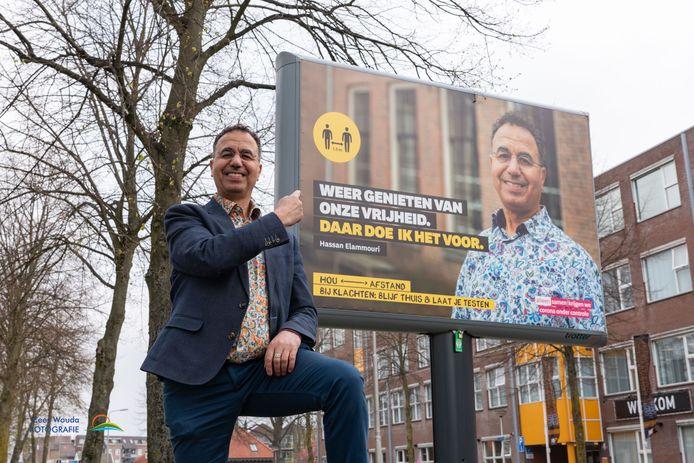 Op de Leusderweg figureert Hassan Elammouri levensgroot in de campagne ter bestrijding van corona.