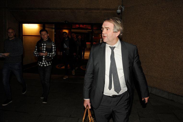 Pierre François verlaat het bondsgebouw.