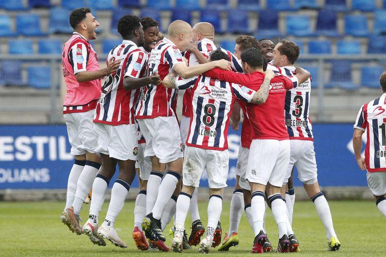 De spelers van Willem II vieren hun overwinning na afloop van de wedstrijd tegen Fortuna Sittard. Beeld ANP