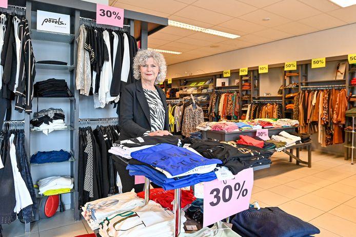 Modewinkel Merode Mode in Wouw stopt er na een hele tijd mee. De definitieve uitverkoop is gaande.