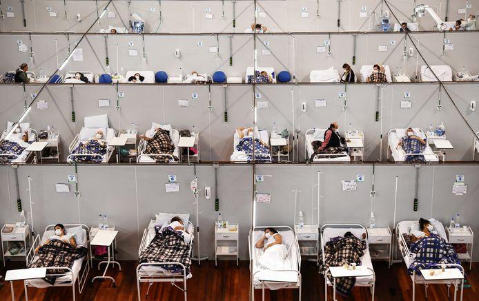 Een veldhospitaal voor coronapatiënten in een sportcomplex in Santo Andre, in de deelstaat Sao Paulo, ligt vol.