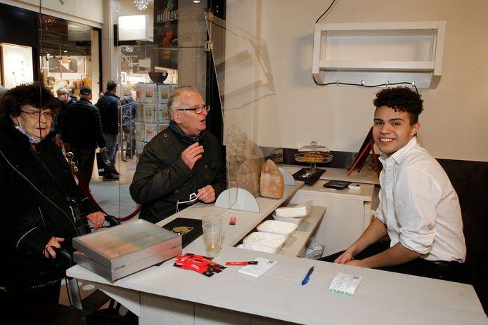 Lucas van Roekel is vandaag al weer aan het werk in het centrum van Veenendaal.