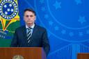 De Braziliaanse president Jair Bolsonaro tijdens de bekendmaking van het ontslag van zijn minister van Gezondheid en de presentatie van diens opvolger.
