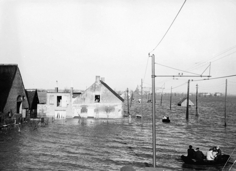 Ook Lillo, boven Antwerpen, overstroomde in 1953.  Beeld rv