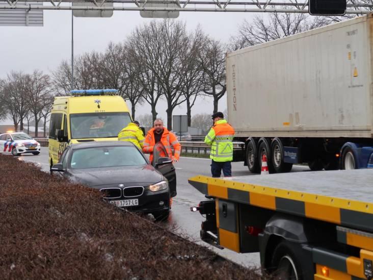 Bestuurder gewond bij ongeluk op A27 bij Oosterhout