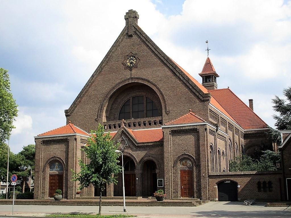 Het aanzicht van de kerk aan de ringbaan verandert niet.