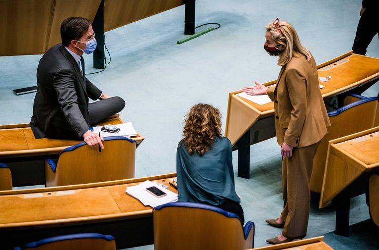 Mark Rutte (VVD), Sophie Hermans (VVD) en Sigrid Kaag (D66) in de Tweede Kamer tijdens een debat over de mislukte formatieverkenning. Beeld ANP