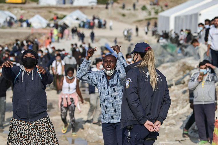 Afrikaanse migranten in een vluchtelingenkamp op Lesbos. Beeld AFP