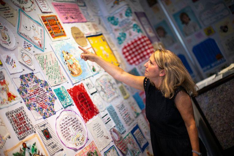 Diana Weymar voor een muur met bijdragen aan haar Tiny Pricks Project. Beeld AFP