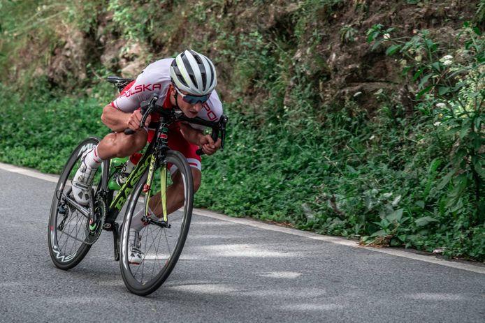 Een Poolse deelnemer tijdens de wegwedstrijd van het WK wielrennen voor studenten, in 2018 in Braga in Portugal.