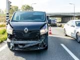 Ongeluk met busje en twee auto's op de A59 bij Raamsdonk