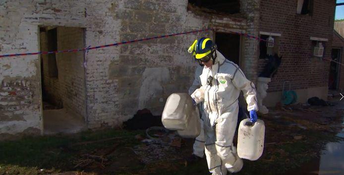 Een beeld van tijdens een ontmanteling van een drugslabo in Limburg.