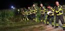 Augustus 2010: In het donker wordt de oever van de Schipbeek in Gelselaar opgehoogd.  Meer dan honderd brandweermensen uit de hele regio proberen een overstroming van de Schipbeek te voorkomen door de dijken met zandzakken op te hogen.