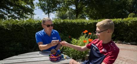 Snoepjes voor de voetbalopa's in Helmond