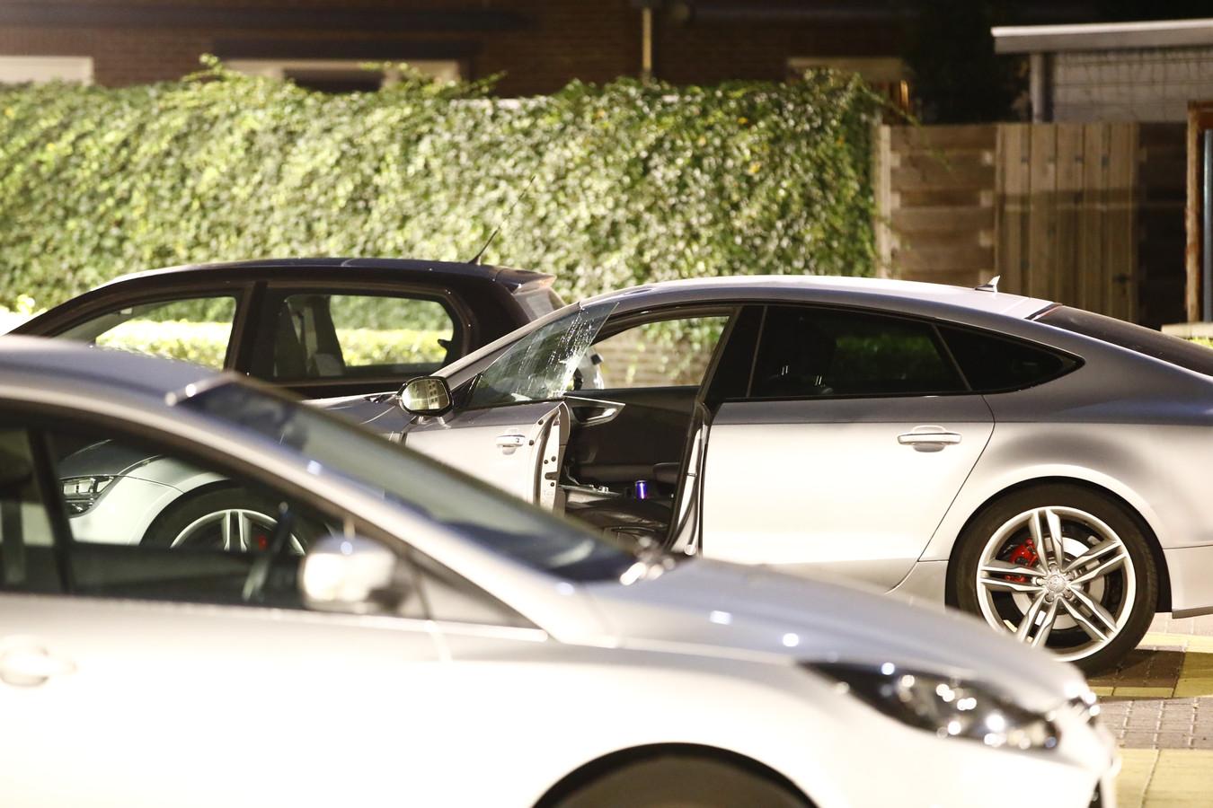 Een auto werd ook geraakt door een rondvliegende kogel.