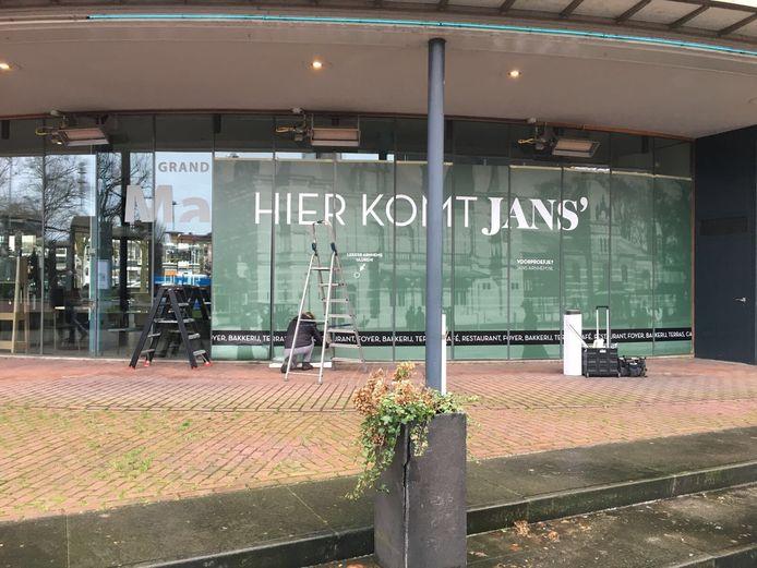 De verbouwing van het café bij Musis is begonnen. Op de plek van voorheen grand café Mahler komt horecazaak JANS'.