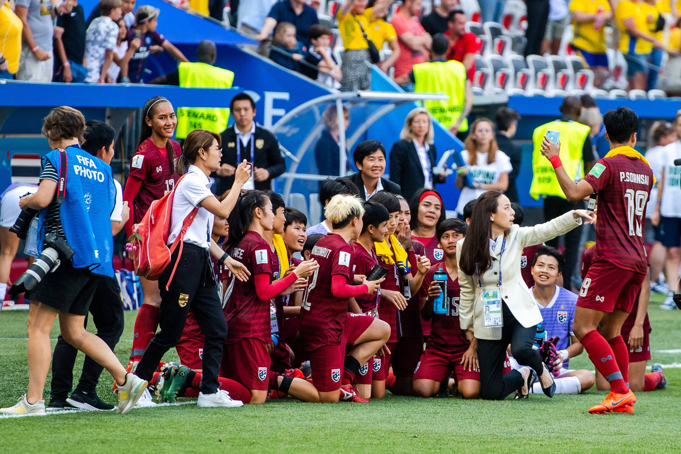Na de wedstrijd tegen Zweden is er nog tijd voor een selfie.