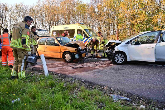 Flinke schade na ongeluk op de afrit van de snelweg bij Rucphen.