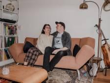 Tim en Loes delen de liefde, een woning (én soms hun kleding): 'Zelfs als we niets doen is het chill samen'