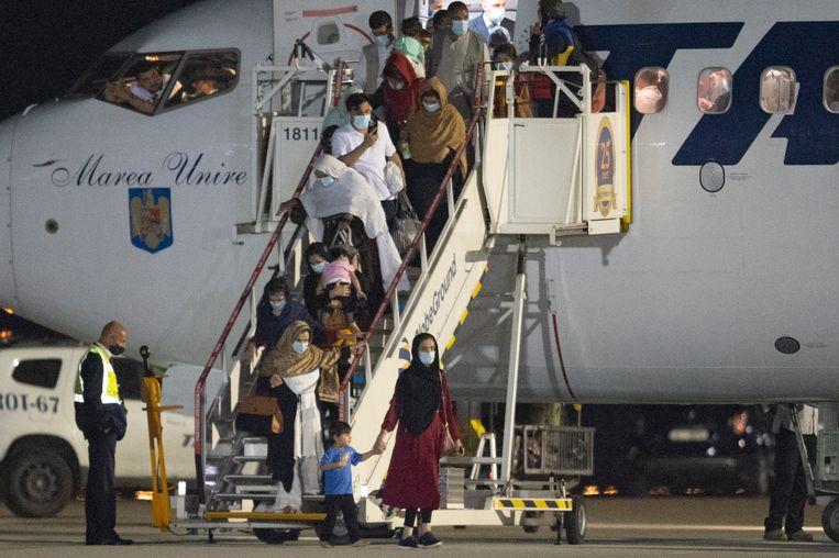 Afghaanse vluchtelingen komen aan vanuit Pakistan. Beeld AP