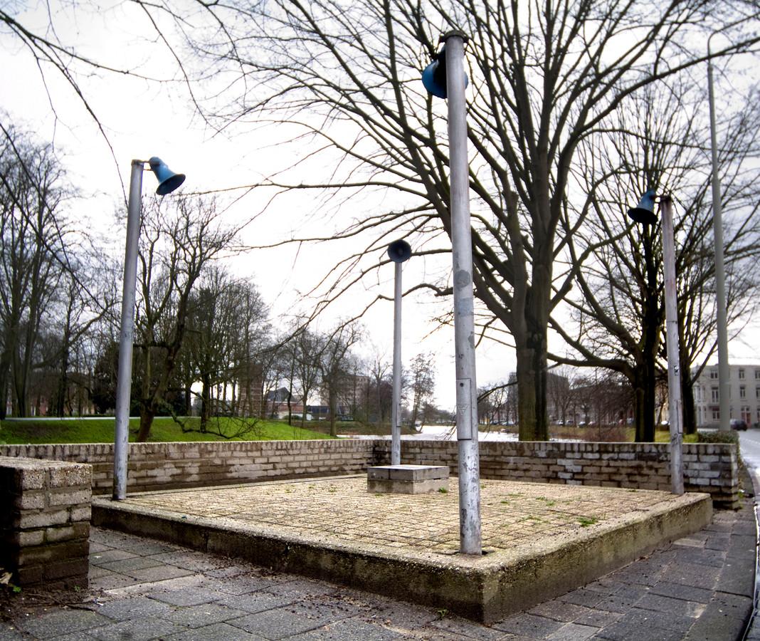 Marinus Boezem maakte dit kunstwerk aan de Academiesingel bij het Valkenbergpark. Jarenlang stond het er. Tot het na een reconstructie van het park stil verdween.