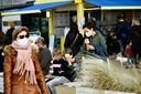 Een ijsje bij zo'n weer smaakt (photo by Florian Van Eenoo/Photo News)