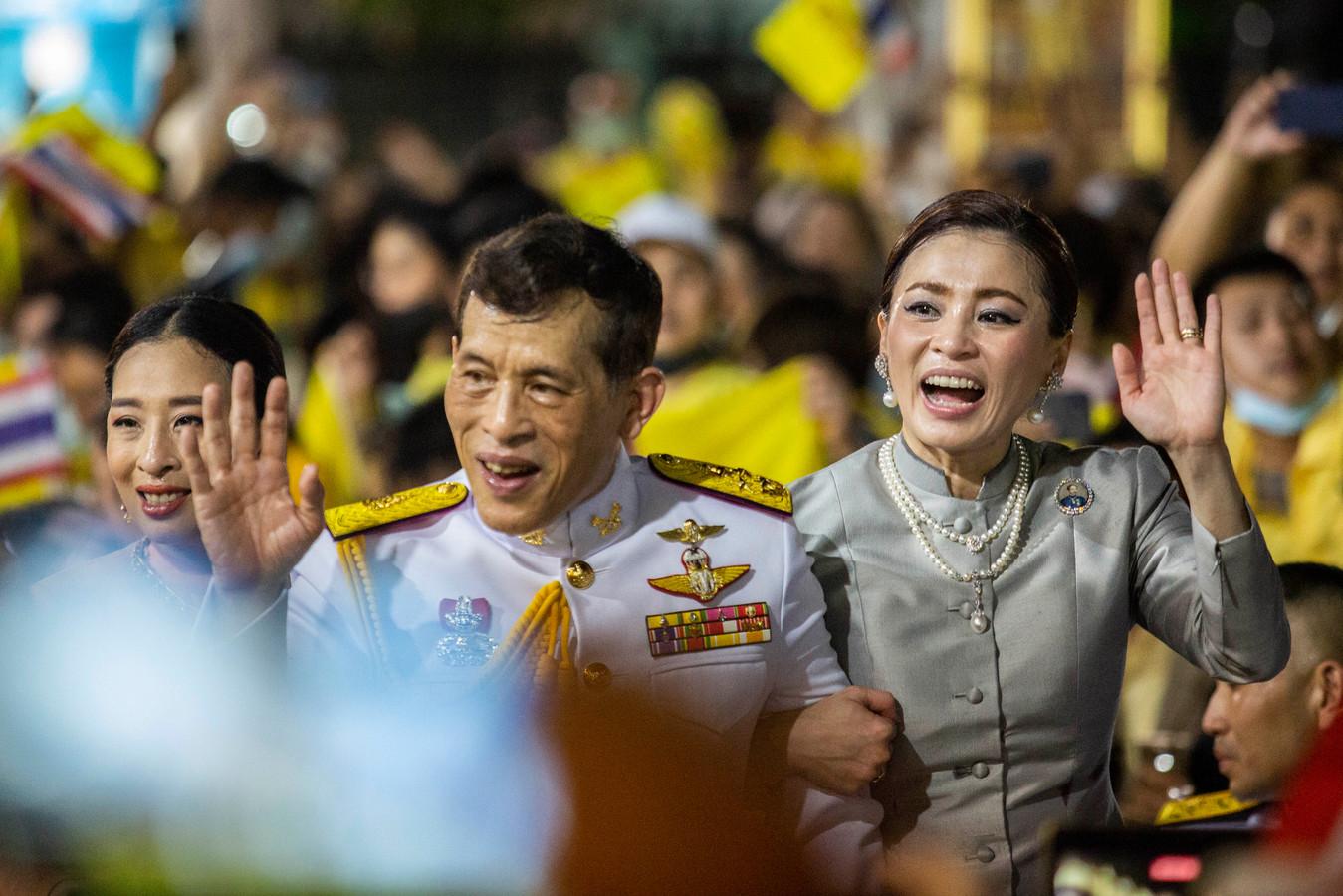Thaise koningin Suthida verschijnt weer in het openbaar