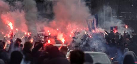 Superboeren zwaaien spelers De Graafschap uit: snelweg in 'vuur en vlam'