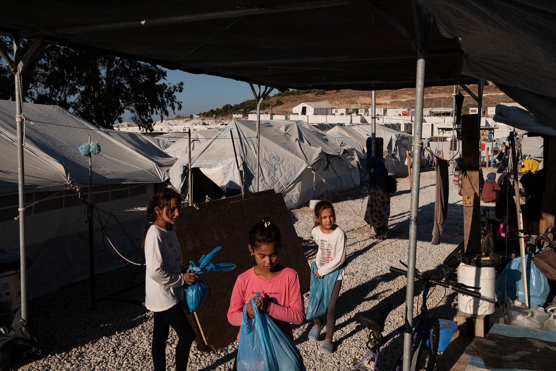 Het tijdelijke vluchtelingenkamp op Lesbos dat kamp Moria vervangt. De 3.500 bewoners hebben nog altijd geen aansluiting op het riool ondanks toezeggingen van de EU.    Beeld Giulio Piscitelli